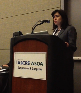 Dr. Ventura presenting research at ASCRS Meeting