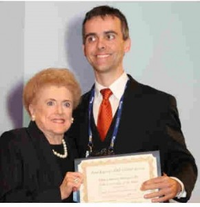 Dr. Alice McPherson with Dr. Eduardo B. Rodrigues, inaugural RRF Kayser Global Awardee